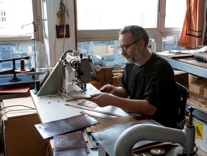Corneliu Gavrilă, lucrând la coperta unei agende