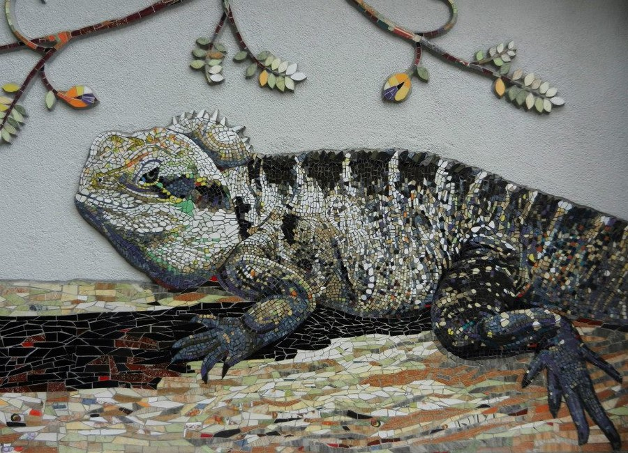 Iguana, casă privată, realizare la interior, material ceramic, 300 x 140 cm