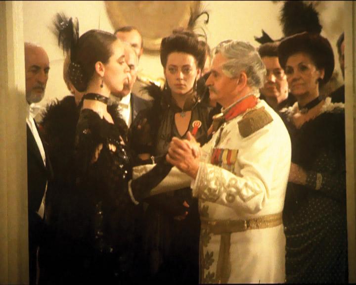 """Scenă din filmul """"Noiembrie, ultimul bal"""" (1989)"""