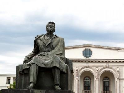 Statuie George Enescu-pentru-Matricea-Romaneasca-foto-slider 1