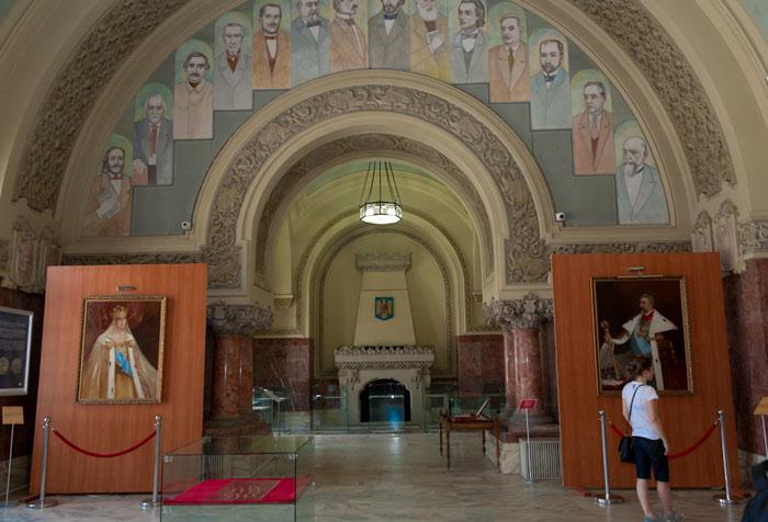 Sala Unirii: turiştii vin, fotografiază şi pleacă, în general fără întrebări