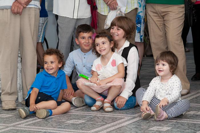 Copiii, fascinați de cântecele Doinei Parghel