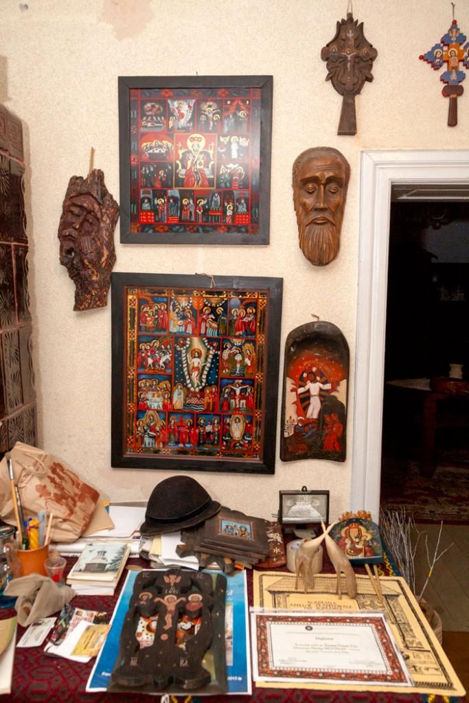 Icoane în atelierul lui Nicolae Muntean (detaliu)