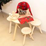 Set de mobilier compus din masă și scaune rudăreşti, specifice multor zone din România