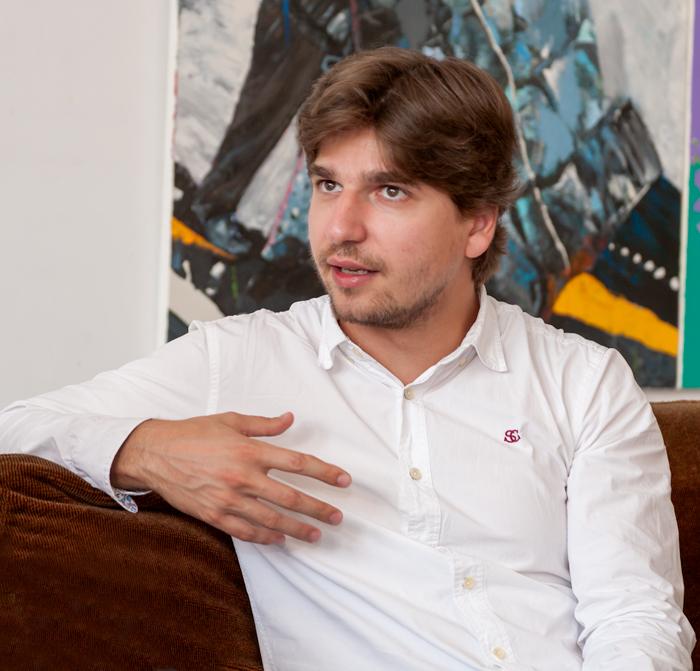 """Vlad Stănculeasa: """"Eu m-aș întoarce în țară mâine dacă aș avea un mediu de lucru în care progresul meu interior să se materializeze asupra unui grup, asupra unei orchestre, asupra unei școli"""""""