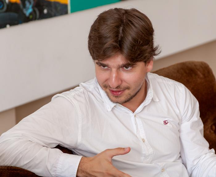"""""""Este foarte greu să elimini zacusca din discuție, în momentul în care cânți Bach. Fiindcă zacusca este acolo, și Parcul Romanescu, la fel."""" ... Violonistul craiovean Vlad Stănculeasa"""