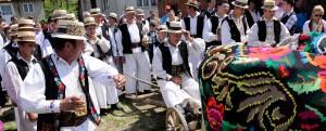 obiceiul-Udatoriului-la-Surdesti-Matricea-Romaneasca-slider