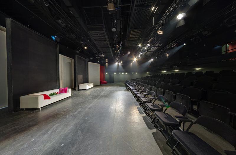 În Sala Atelier se pot bucura de un spectacol 200 de persoane