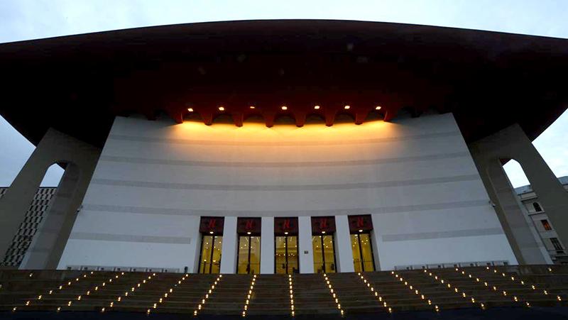 Clădirea Teatrului Național București astăzi, după reconstrucția care a durat patru ani de zile