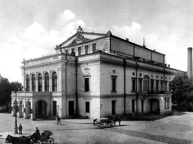 Vechiul Teatru Național București, distrus în urma bombardamentelor din cel de-al Doilea Război Mondial