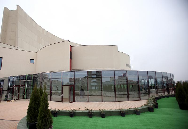Terasa de pe acoperișul instituției, viitoarea cafenea a iubitorilor de dramaturgie