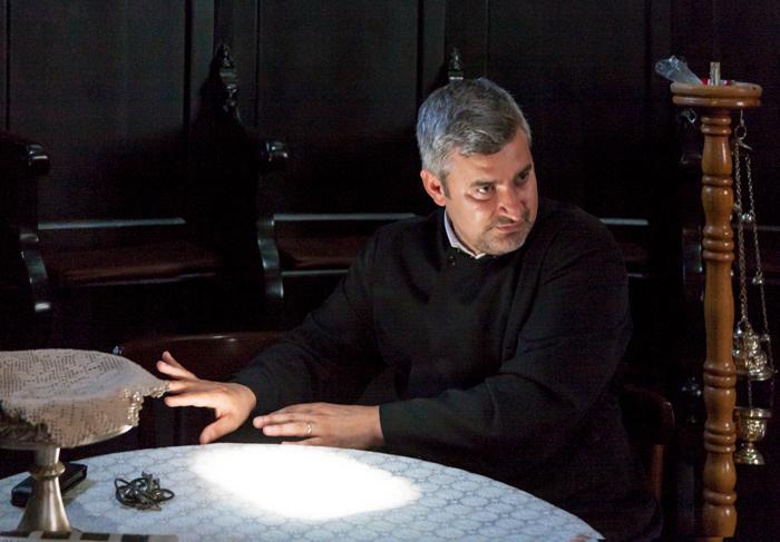 """Preotul Ion Resceanu: """"Noi avem hramul «Adormirea Maicii Domnului». Dacă pe linia influenţei occidentale este Madona, la noi devine Maica Domnului Mântuitoare, şi de aici avem şi Mântuleasa, sau Madona Mântuleasa"""""""