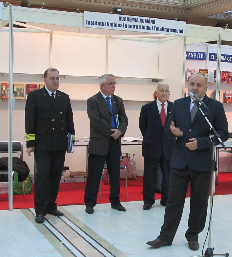 Comandorul (r) dr. Marian Moșneagu, vorbind despre rolul identitar al uniformei militare române în cultivarea spiritului de mândrie naţională