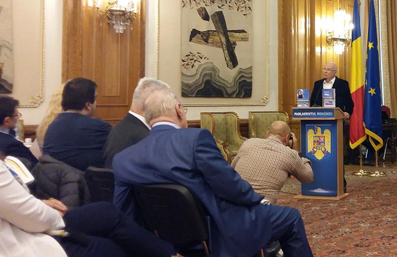 Tudor Gheorghe, o figură distinsă a culturii româneşti, vorbind la lansarea cărţii sale, găzduită de Palatul Parlamentului