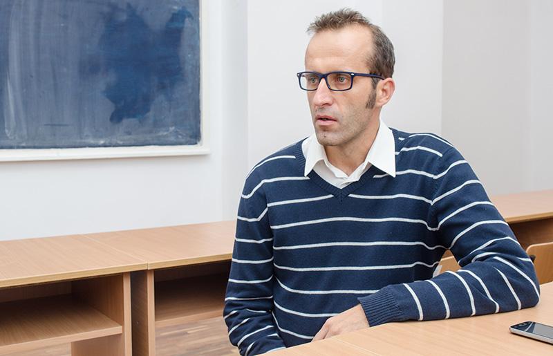 """Un profesor român dedicat: Ovidiu Albert, Colegiul Naţional """"Roman-Vodă"""", Roman"""