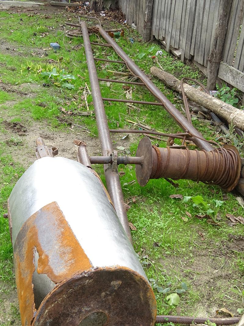O parte din echipamentul folosit la săparea unei fântâni