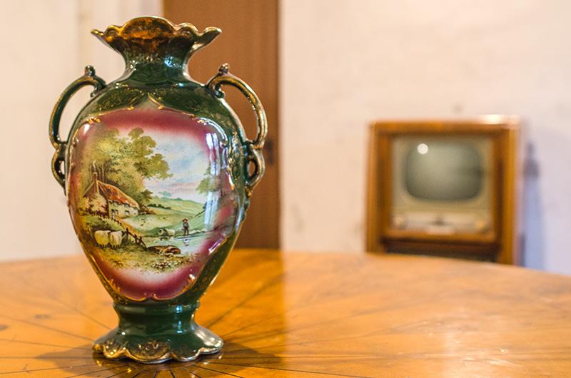 """În fundal, """"gadget""""-ul rusesc din anii '60, un """"cadou"""" al vizitatorilor"""