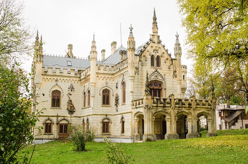 Castelul de la Miclăușeni (fațada de sud și terasa)