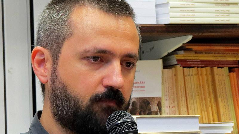 """Sociologul Ciprian Voicilă, autorul cărții """"Maturii străzii. 15 biografii fără domiciliu"""""""