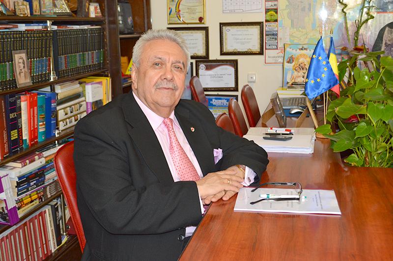 Prof. dr. Ilie Zanfir, cel care se asigură că cititorii gălățeni găsesc la Biblioteca Județeană tot ceea ce au nevoie