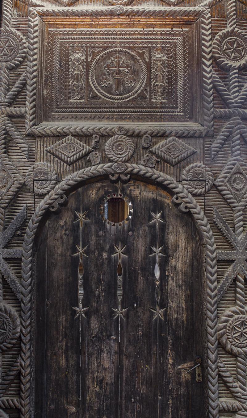 Poarta de lemn a lui Pop Gheorghe din Sat-Şugatag