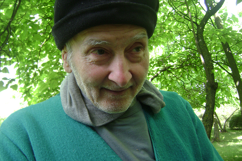 """Sandu Dumitru, """"omul cu sacoșele"""" din Pajura"""