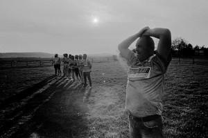 Înainte de un meci amical (Gherăești, județul Neamț) Fotografii: Bogdan Boghițoi