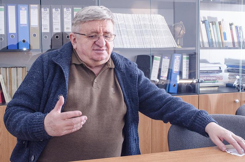 """Profesorul George Ardeleanu, conf. univ. dr. la Facultatea de Litere din Bucureşti: """"În acest act de lectură a lui Eminescu, în permanență, postumele sunt discriminate, marginalizate, în favoarea antumelor"""""""