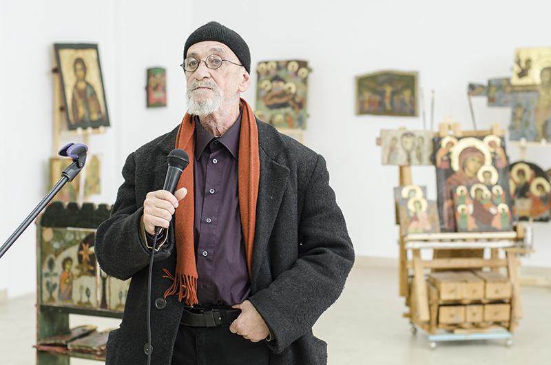 """Pictorul-iconar Ioan Avramescu, la deschiderea expoziției """"Lumina feței Domnului"""" de la MNȚR"""