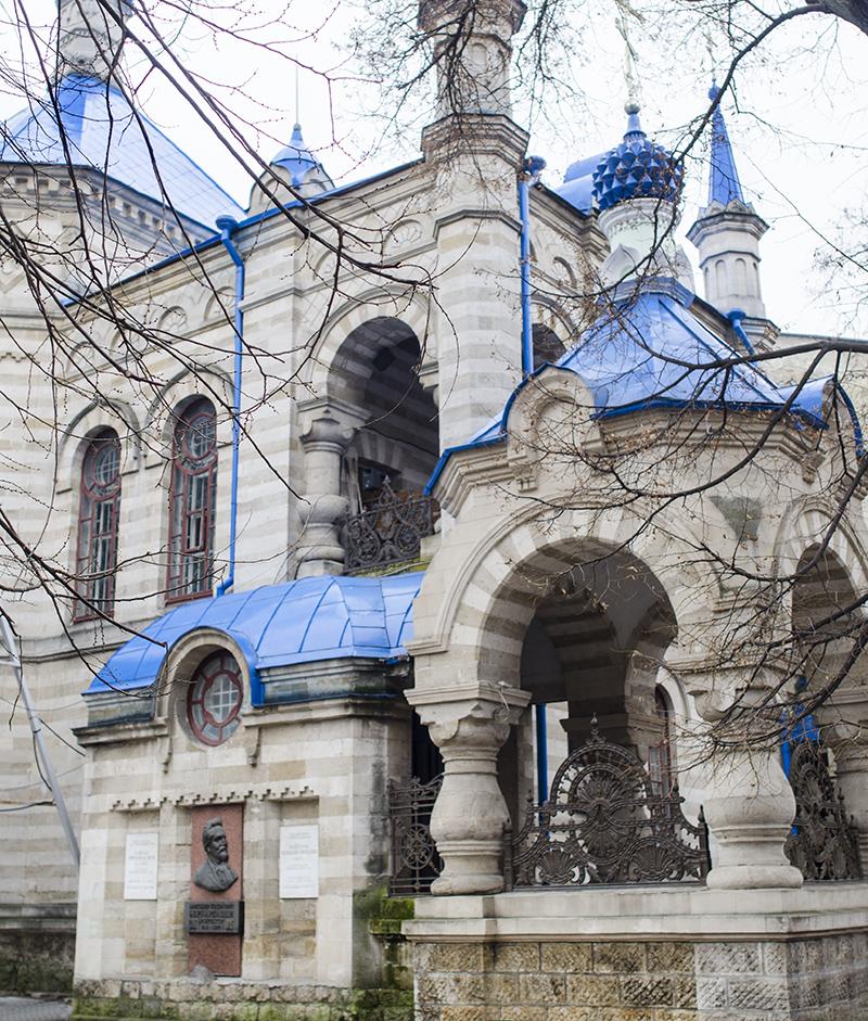 """Renăscută din cenuşă, după ce a fost transformată în Muzeu al Ateismului: Biserica """"Sfânta Teodora de la Sihla"""", din Chişinău"""