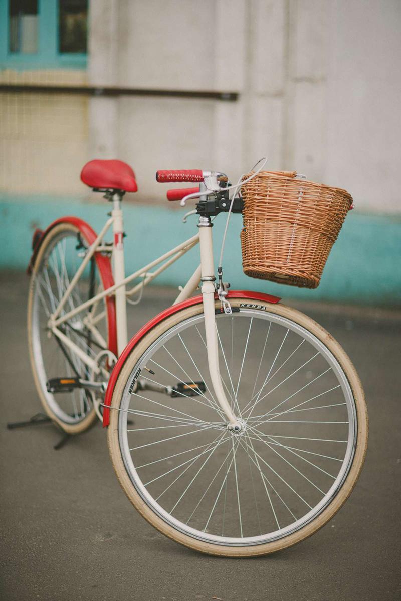 Bicicleta de oraș a unei domnișoare