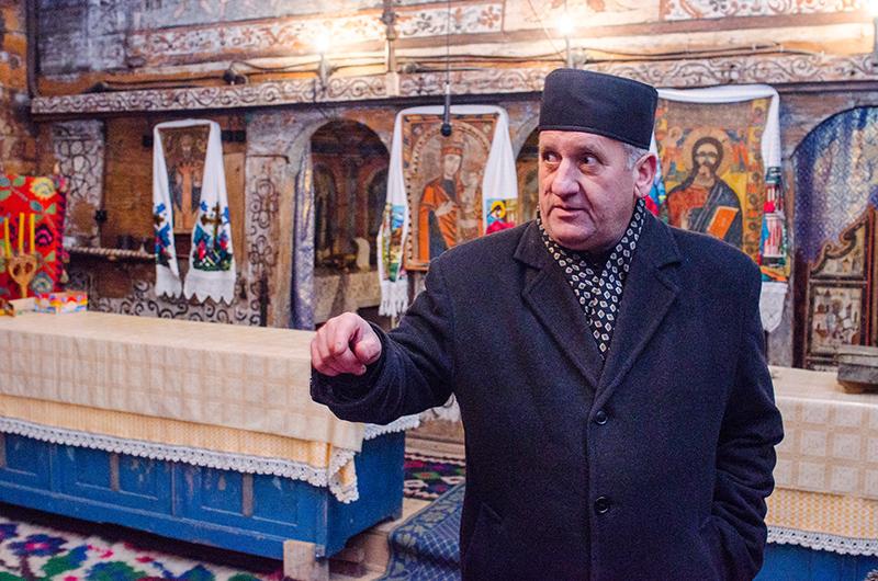"""Preotul paroh Ioan Năneştean: """"Oamenii s-au schimbat mult după 1990"""""""