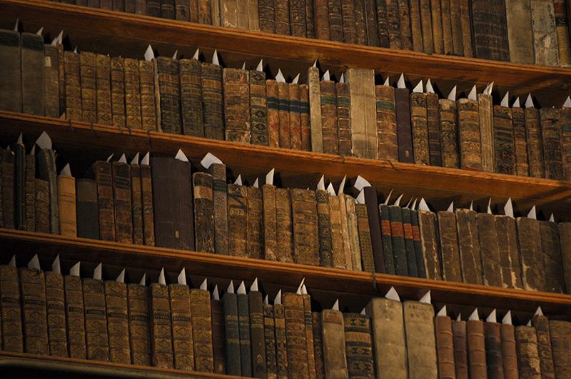 Cărțile vechi vrăjesc bibliofilii