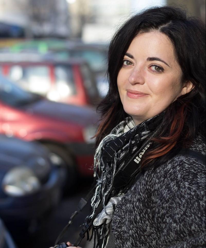 """De documentarea și scrierea textelor pentru colecția """"Români celebri"""" s-a ocupat Diana Soare, redactorul-șef al Editurii Gama"""