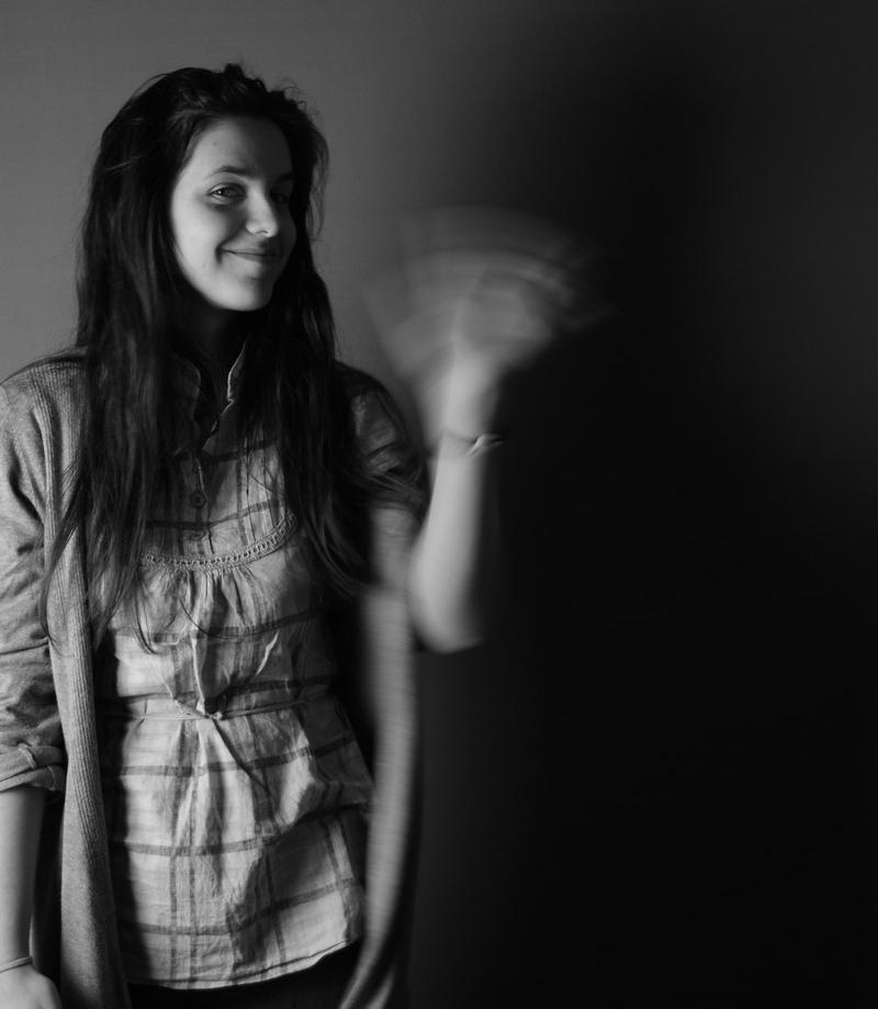 Tânăra Georgiana Butnaru comunică prin desene cu cei mici