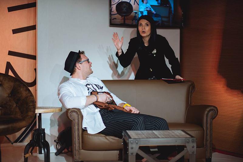 """Surprinzătoare: Lavinia Şandru în """"Timeaholics"""" Foto: Teatrul Excelsior"""