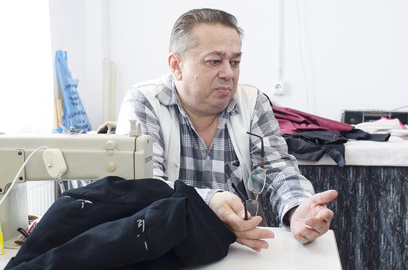 Croitorul Eugen Filofi, de la Teatrul Evreiesc de Stat, a învățat meșteșugul de la vârsta de 15 ani