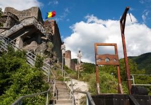 reportaj Cetatea Poenari Tepes interior (2)