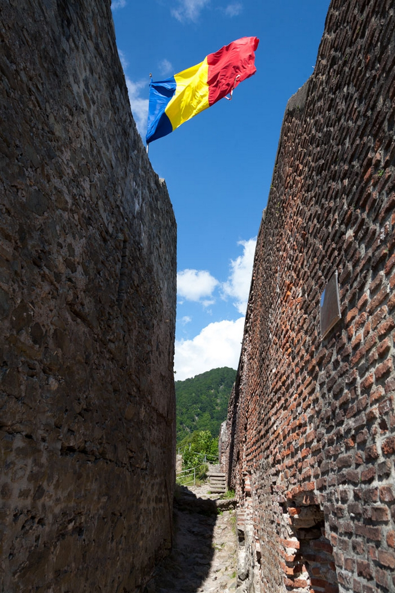 Culoarul de intrare în Cetatea Poenari reprezenta o capcană pentru intruși