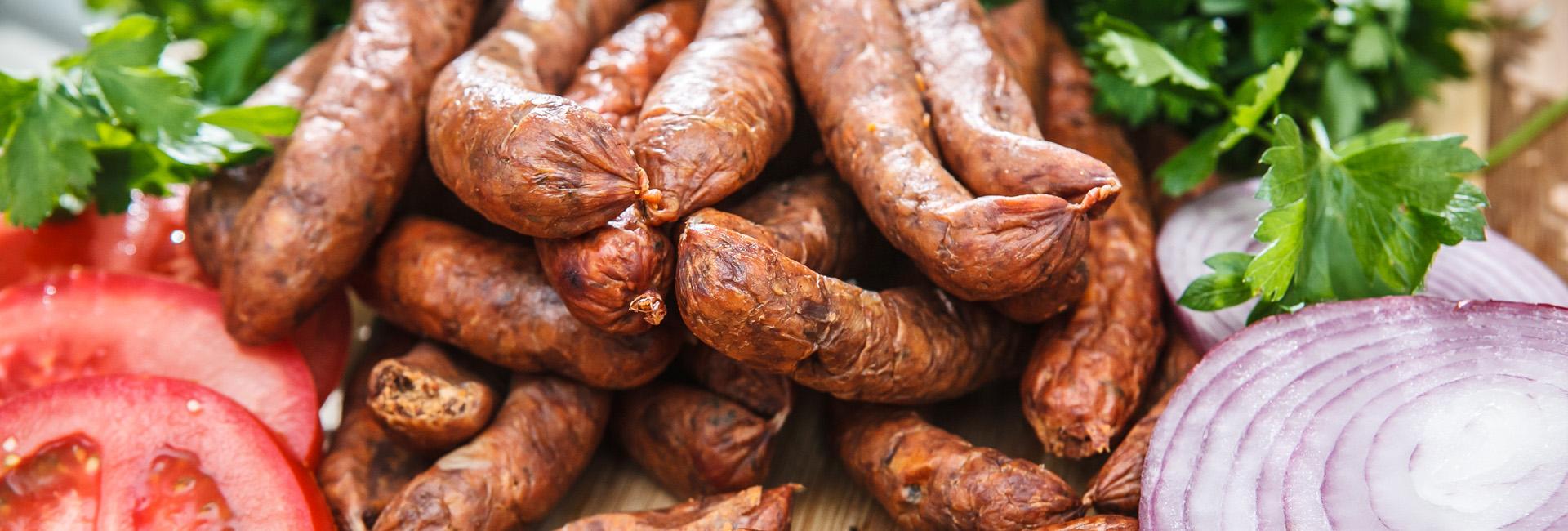 Cârnații de Pleșcoi gastronomie tradiție românească Buzău slider