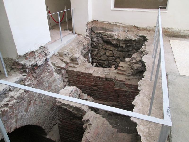 La Museikon se pot vedea și porțiuni ale castrului Legiunii a XIII-a Gemina