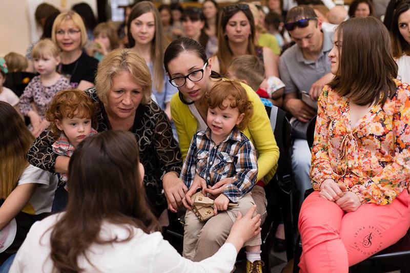 """Număr mare de participanți, la lansarea cărții """"Povestea lui Cosmin"""""""