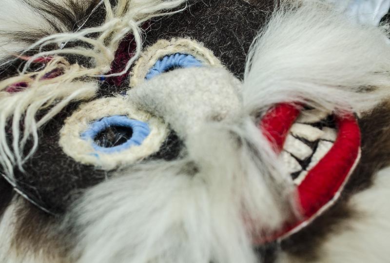 Potrivit meşterului, masca este un paravan, menit să dea îndrăzneală celui care o poartă