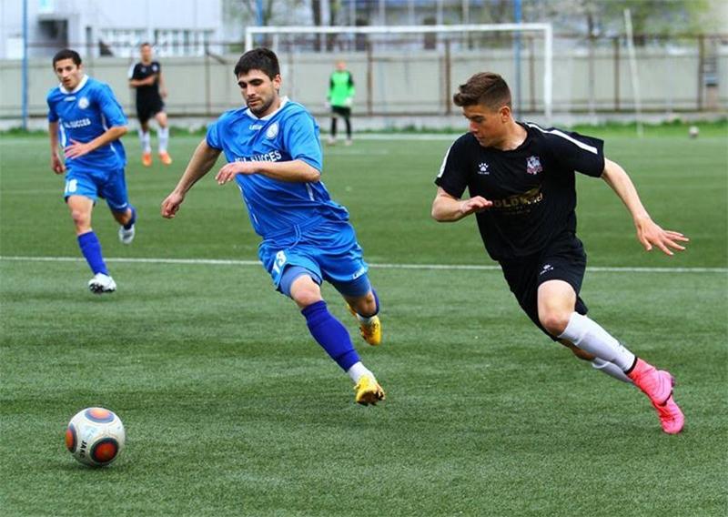 Echipa basarabeană de fotbal FC Sfântul Gheorghe Suruceni a fost fondată în anul 2003 și evoluează pe un stadion de 1500 de locuri