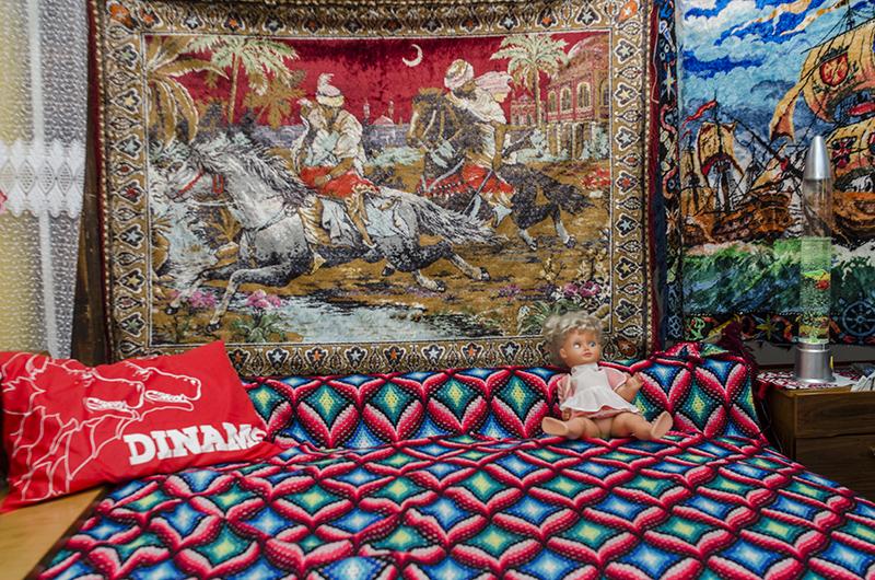 """""""Răpirea din Serai"""", cea mai populară carpetă. Jos, îi face concurență o pernă cu Dinamo"""