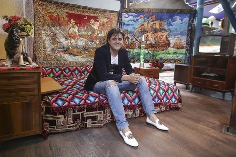 Cristian Lică și-a propus ca, prin Muzeul Kitsch-ului, să le ofere românilor o experiență inedită, dar și educativă