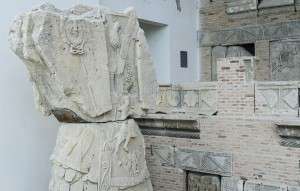 istoricul Mariana Petrut Complexul Tropaeum Traiani Adamclisi romani daci interior (7)