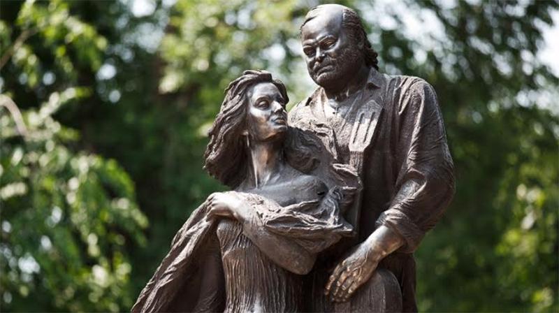 Omagiu statuar adus celor doi artiști în Basarabia
