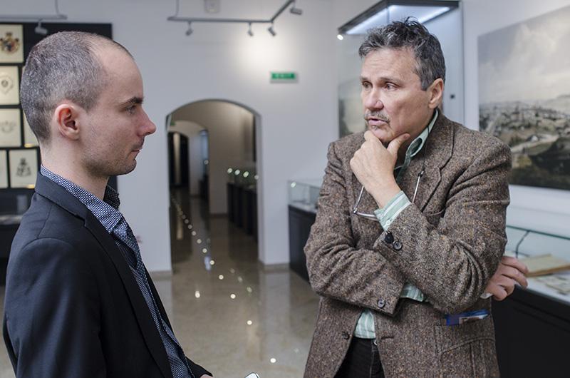 Prof. dr. Mugur Andronic este expert arheolog la Muzeul Bucovinei din Suceava, avid scriitor şi sincer iubitor al regiunii - şi ţării - sale