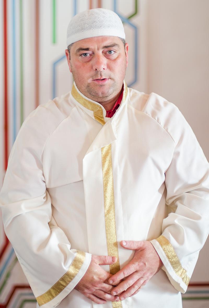 Usein Evren este imam al Geamiei din Babadag, Dobrogea, a doua cea mai veche moschee din România, din 2001